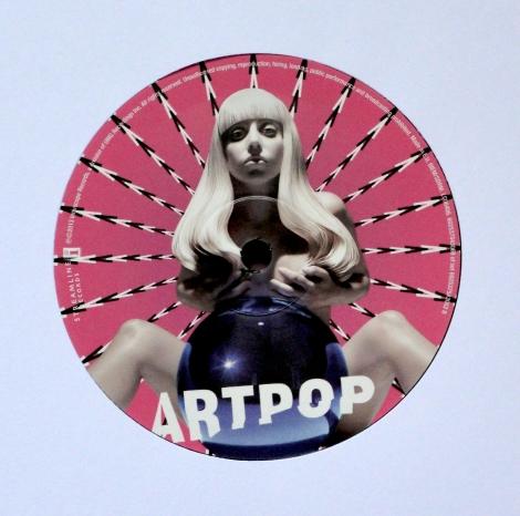 ladygaga_artpop_label