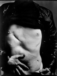 Richard Avedon's 1968 photo of Warhol's scarred torso.